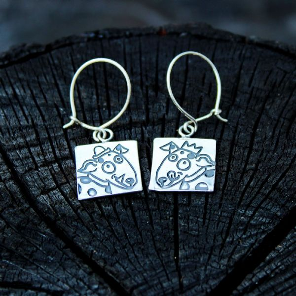 Dog earrings with hats, small, polished silver